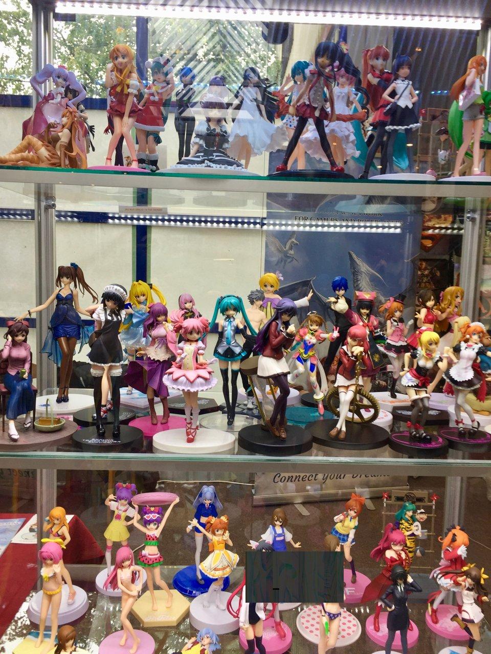 Game On prekybos zonoje -  turbūt visų žaidimų figūrėlės