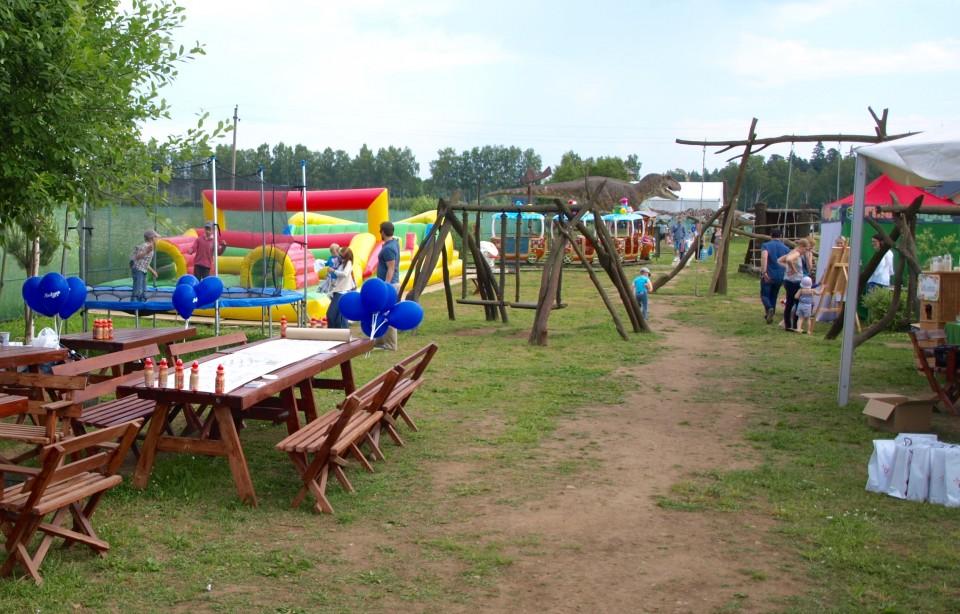 Dino pramogų parkas suolai